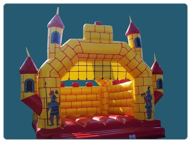 """Château gonflable """" Médiéval """" Taille : 4 m x 5 m x 3,3 m de haut Poids : 110 kg"""