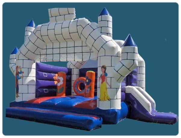 """Château gonflable avec toboggan """"Le Prince Charmant"""" Taille 5 m x 6 m x 4,5 m de haut"""